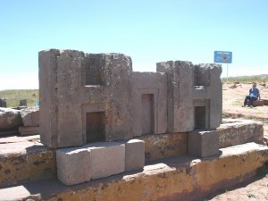 interlocking-stones-of-Pumapunku-Tiwanaku